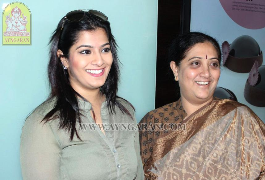 Varalaxmi Sarathkumar Madha Gaja Raja Press Meet