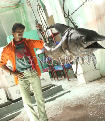 Vijay taking a 'record break' with Villu
