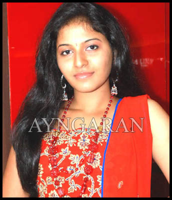 Anjali pins hope on Rettai Suzhi