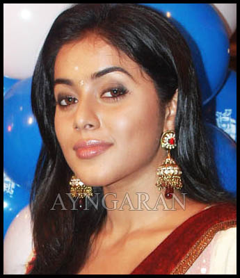 Poorna to try with comedy