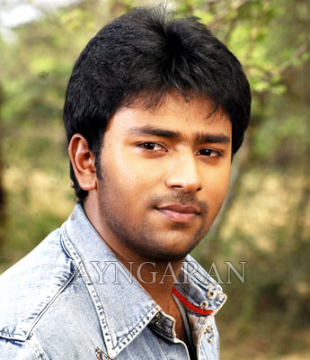 Shanthanu back with Aayiram Vilakku