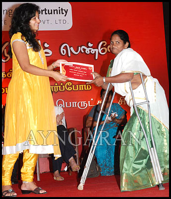 Anjali at Unnal Mudiyum penne event