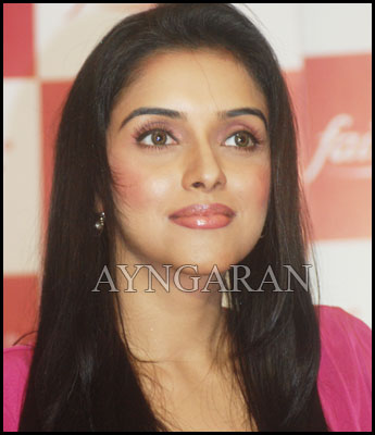 Asin loves to work with superstar