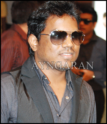 Yuvan shakes his leg in Billa 2