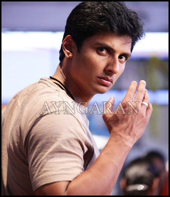 Jiiva undergoes training from Bruce Lee Stuntman