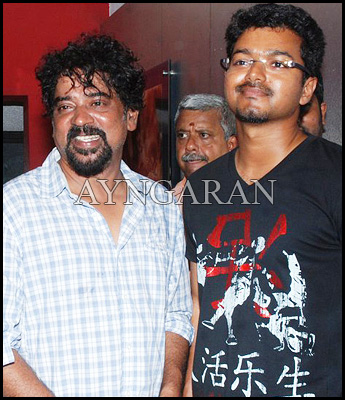 Actor Vijay watches Urumi