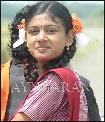 Oviya back to school again