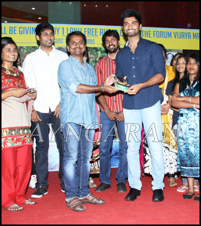 AR Murugadoss @ Ponmaalai Pozhudhu 1 Lakh Audio CDs Distributed